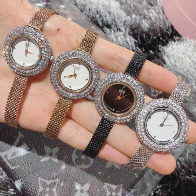 Sử dụng đồng hồ thể hiện bản thân là người quý trọng thời gian