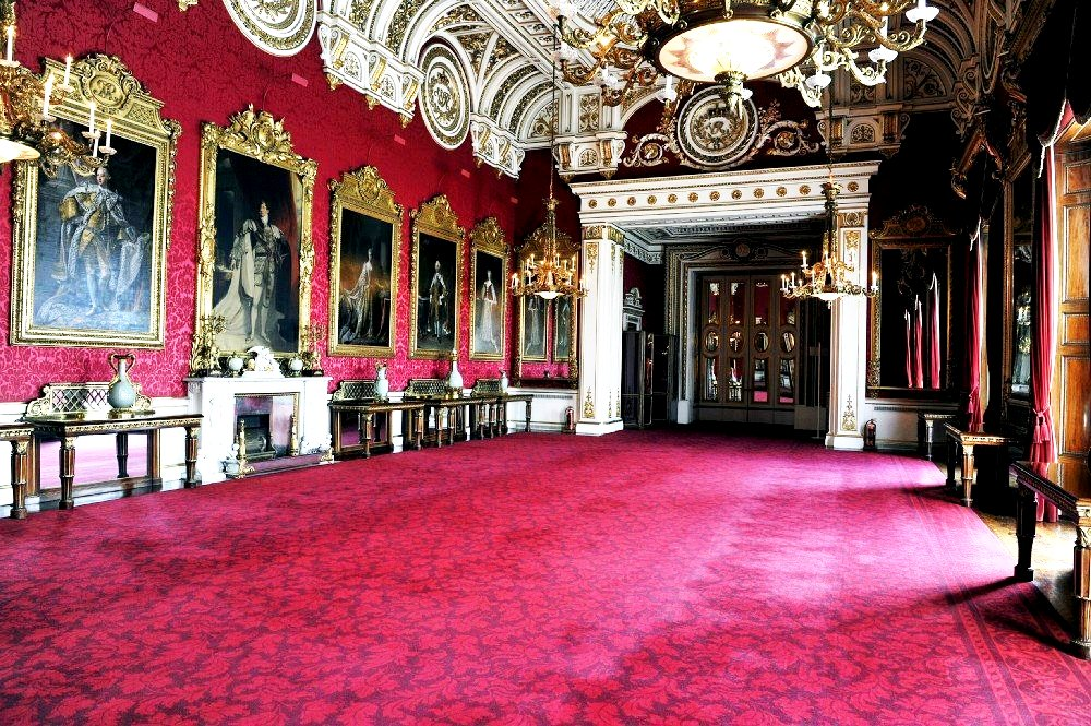 Букингемский дворец Тронный зал