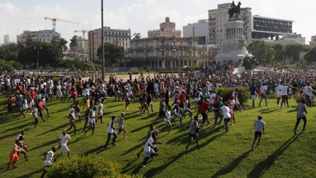 """Главред журнала """"Латинская Америка"""" – о том, почему начались протесты на Кубе"""