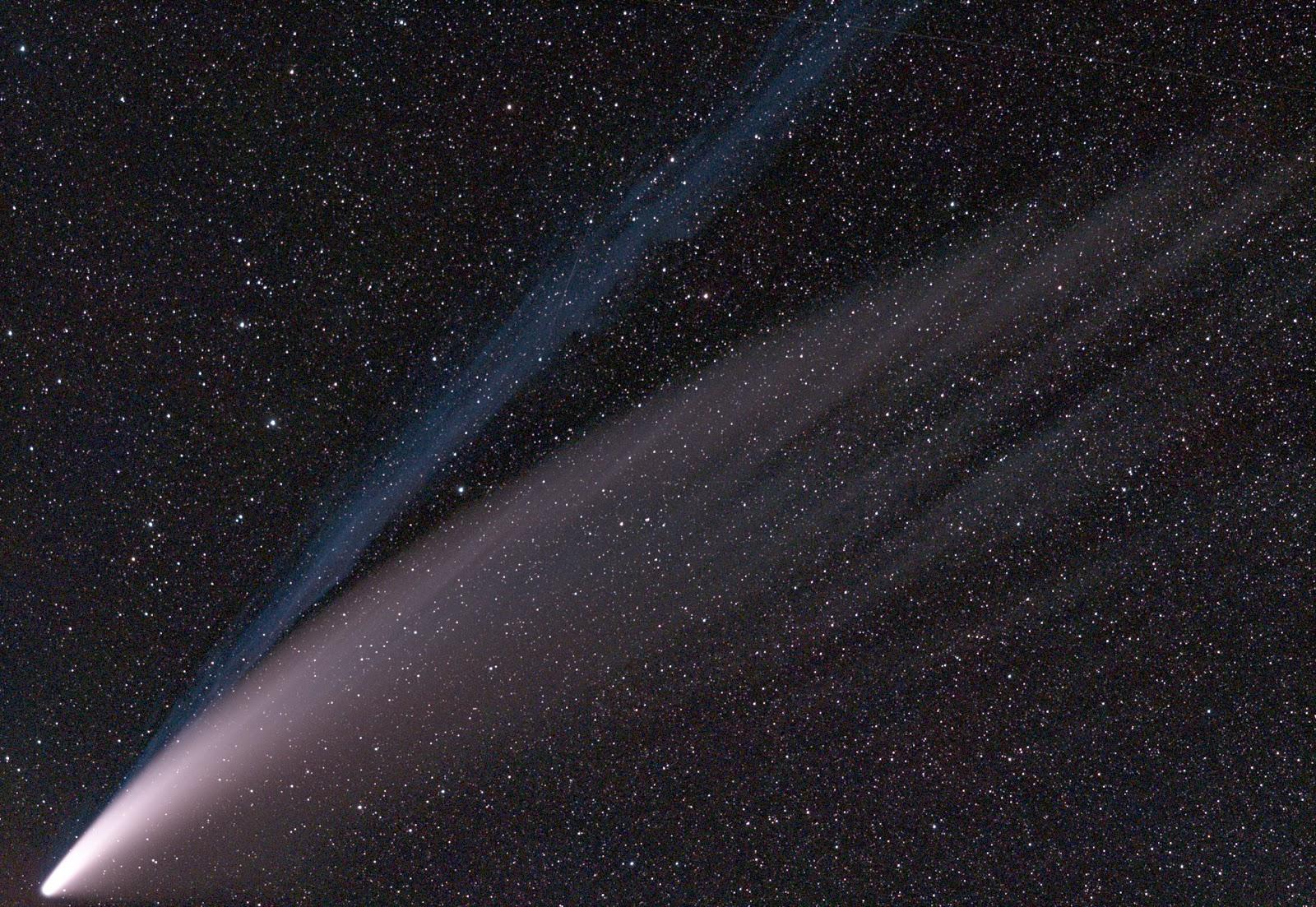 https://upload.wikimedia.org/wikipedia/commons/b/ba/Comet_2020_F3_%28NEOWISE%29_on_Jul_14_2020_aligned_to_stars.jpg