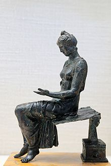 Bronze_young_girl_reading_CdM_Paris.jpg