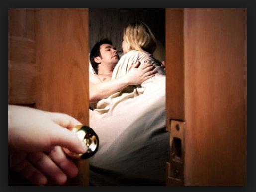 Có nhiều cách theo dõi vợ được các ông chồng lựa chọn