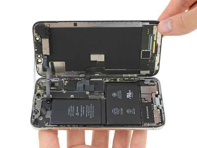 Thay pin iPhone Xs Max chính hãng uy tín