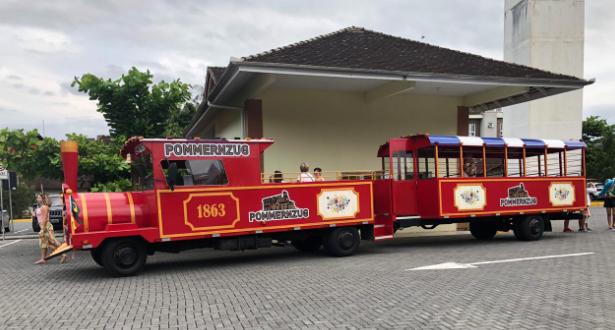 Pommerzug - atração da 12ª edição da Osterfest Pomerode