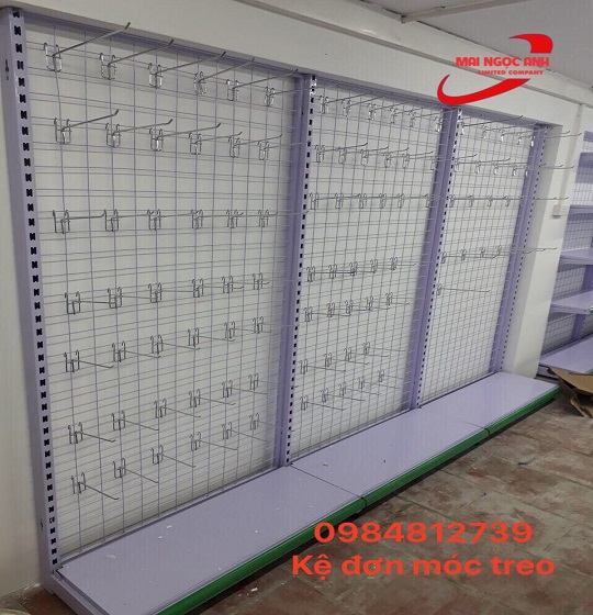 Kệ móc treo được sản xuất hoàn chỉnh tại Kệ Siêu Thị Giá Rẻ Mai Ngọc Anh