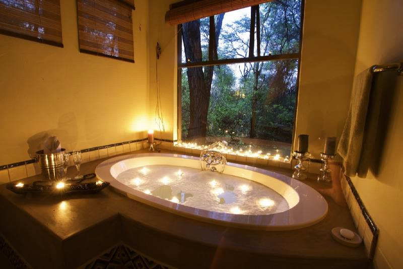 19._imvelo_safari_lodges_-_camelthorn_lodge_-_bathroom.jpg