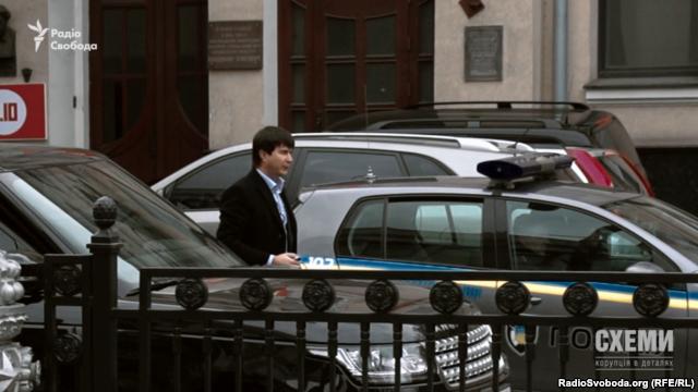 Народний депутат Юрій Солод також не має автомобіля в декларації, але на роботу приїжджає на машині