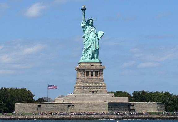 Descrição: http://oswegocountytoday.com/wp-content/uploads/2012/10/travel-Statue-of-Liberty.jpg