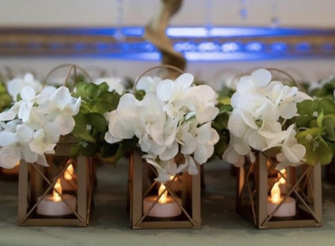 mini lanterns wedding table arrangements