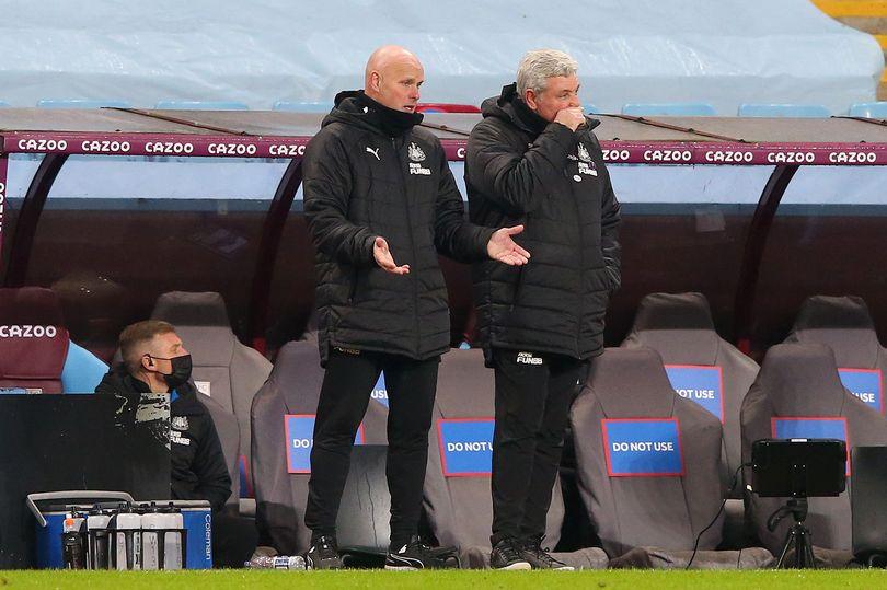 HLV Steve Bruce đang gặp vô vàn khó khăn với Newcastle United