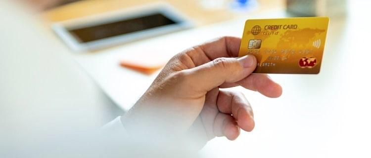 カードは信用情報に影響を与えるケースも