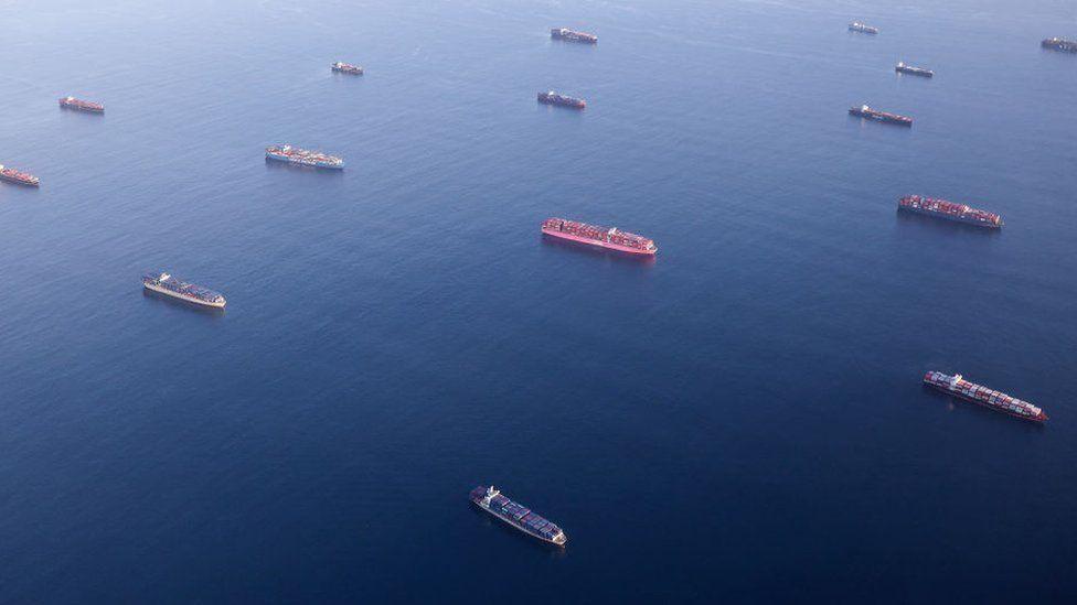 Record backlog of cargo ships at California ports - BBC News
