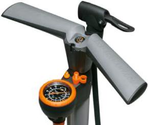 Pompă de aer manuală cu manometru