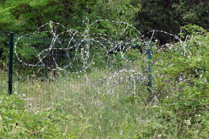 Межа між Цхінвальським регіоном і Ерґнеті перекрита колючим дротом