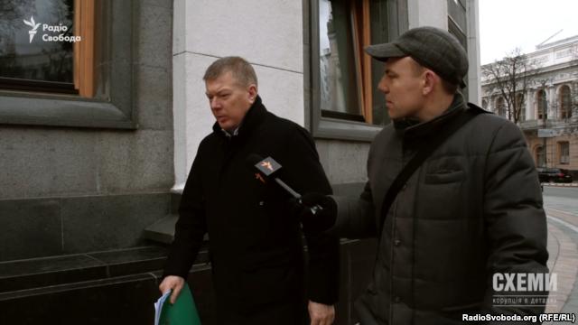 Народний депутат з «Опозиційного блоку» Сергій Ларін так і не зміг до ладу пояснити, яким же бізнесом займається його дружина