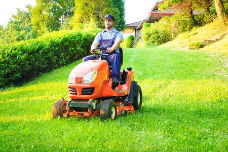 tondeuse-gazon-jardin-auto-portée-jardinage-tondre