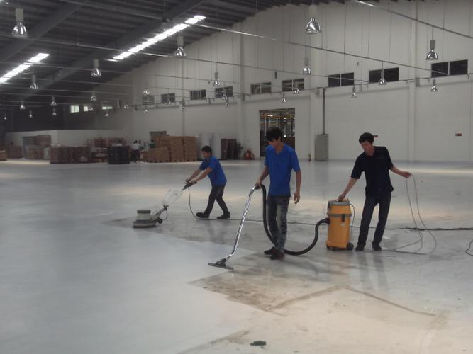 Các nhân viên được đào tạo bài bản trong việc sử dụng các thiết bị làm vệ sinh và quy trình làm vệ sinh