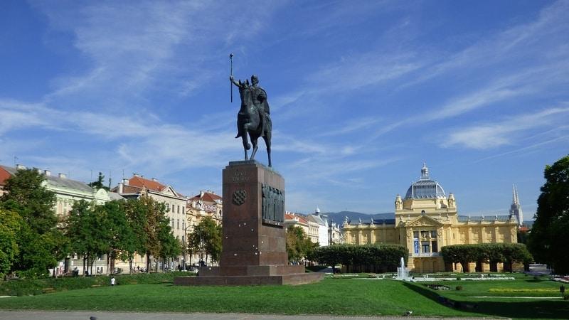 statue of king Tomislav on horseback in Zrinjevac park