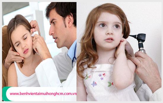 Khám và điều trị viêm tai giữa cho bé tại cơ sở y tế