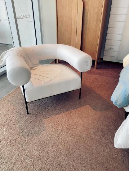 White accent chair | unique white modern accent chair | Luis Diaz | Flickr