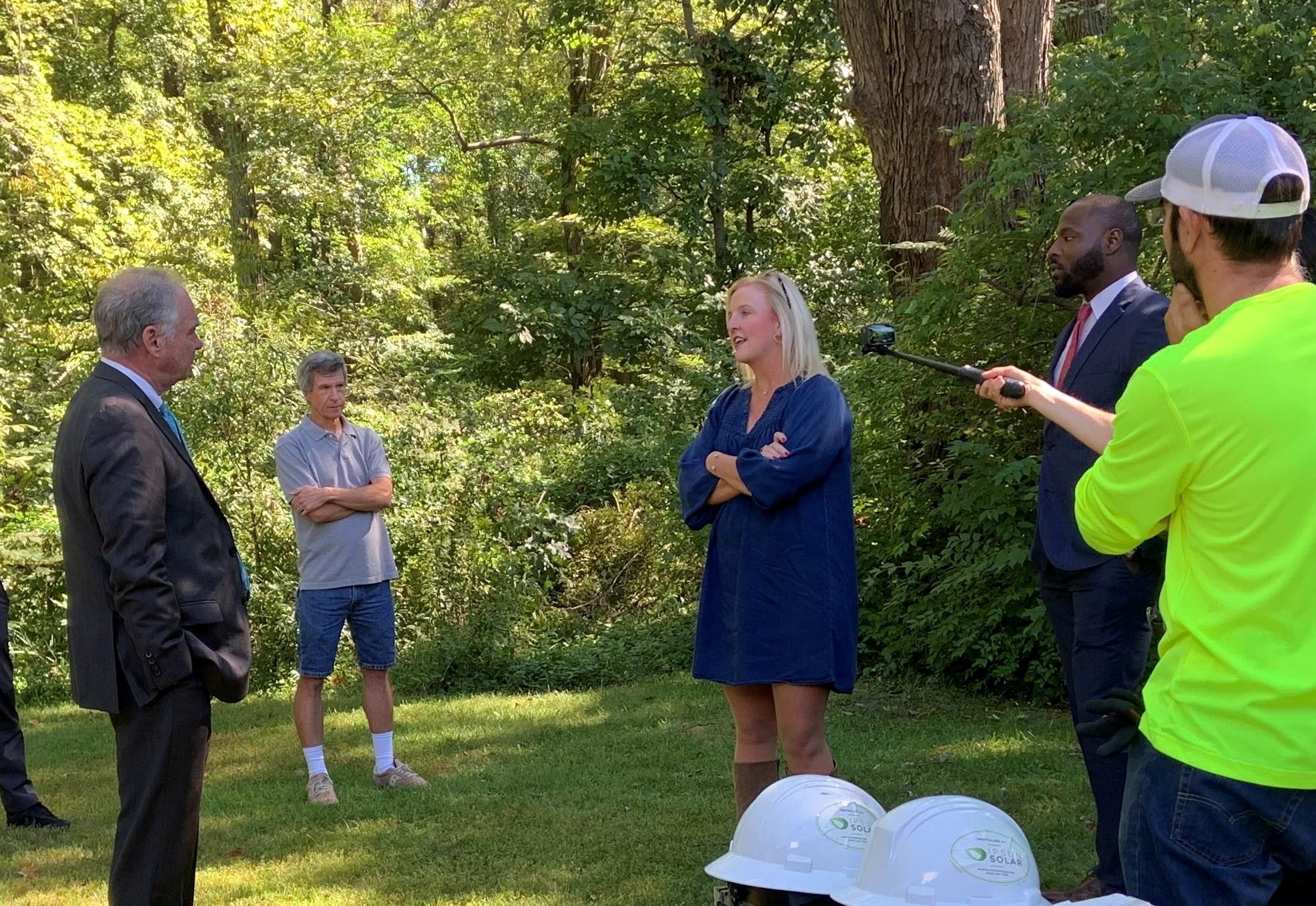 SEIA CEO Abby Hopper speaks with Senator Tim Kaine at Ipsun solar installation