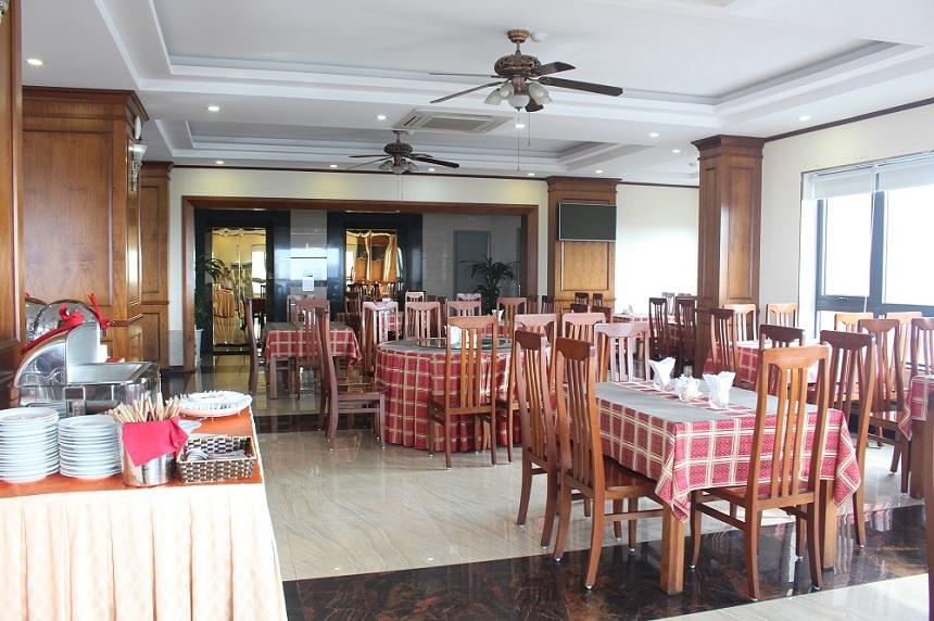 Nhà ăn rộng rãi đảm bảo phục vụ khách du lịch