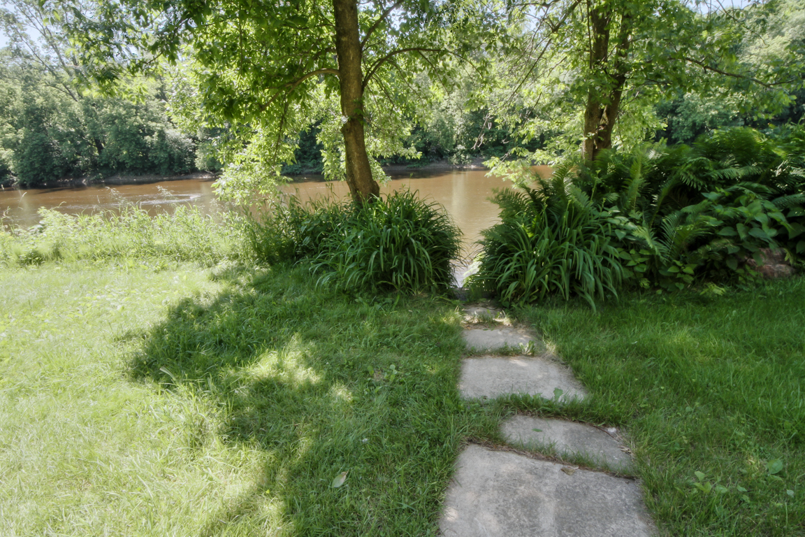 Waterfront cottages for rent with 4 bedrooms #11