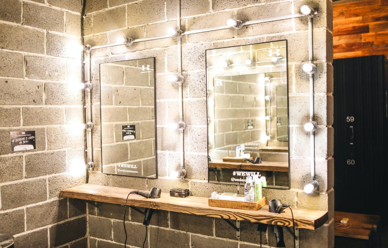Skaistumkopšanas spogulis ar apgaismojumu