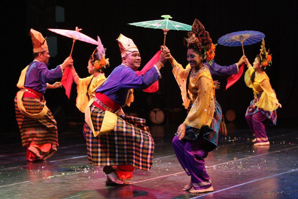 malaysian dance.jpg