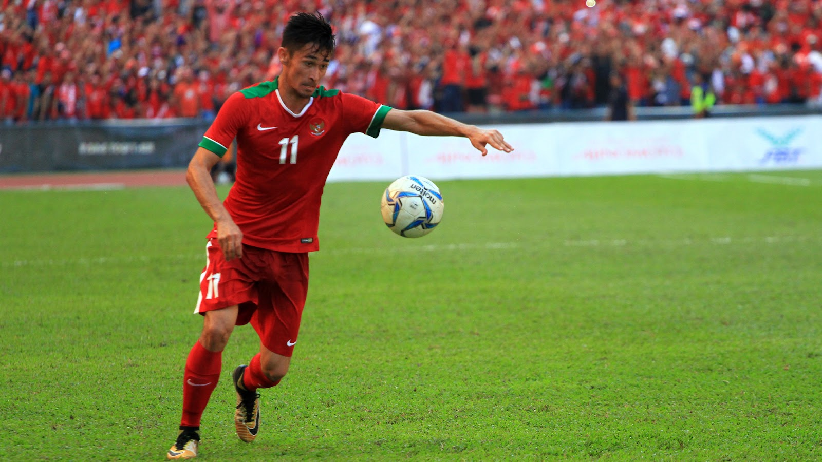 Gavin Kwan Adsit on the ball for timnas Indonesia