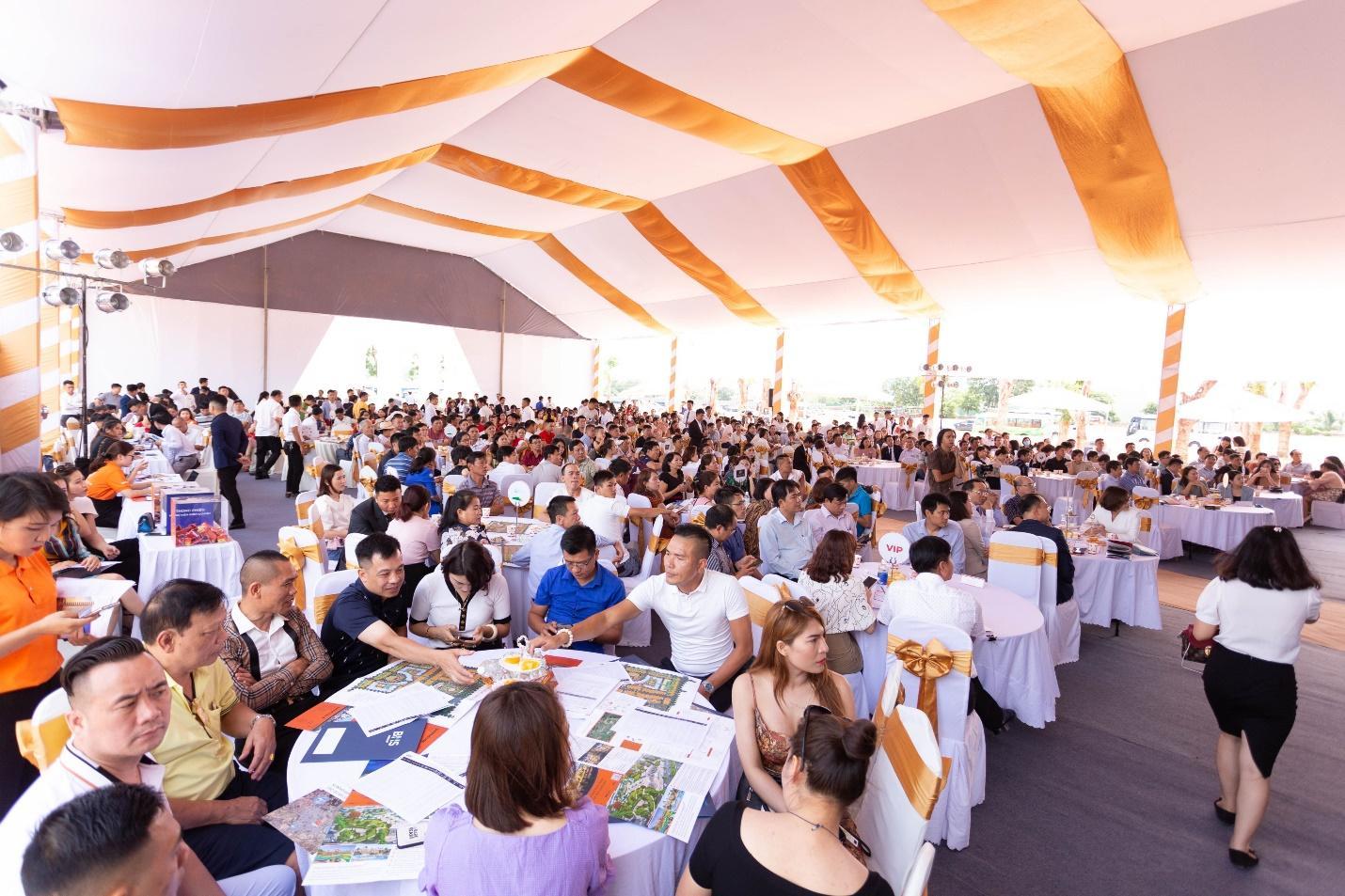 Sự kiện ra mắt FLC Legacy Kontum: Hút hàng ngàn khách hàng từ mọi miền đất nước - Ảnh 2