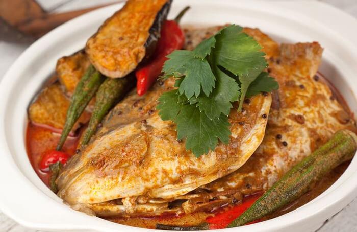 咖哩跟鮭魚頭也是很和諧的私房搭配,咖哩的強烈辛香,正好能與鮭魚的濃郁油脂香氣和諧共舞。
