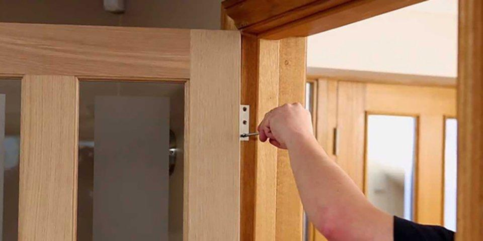 How to hang and fit internal doors guide & video | Homebase