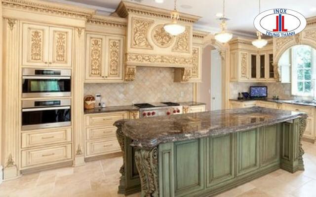 Tủ bếp cổ điển màu trắng