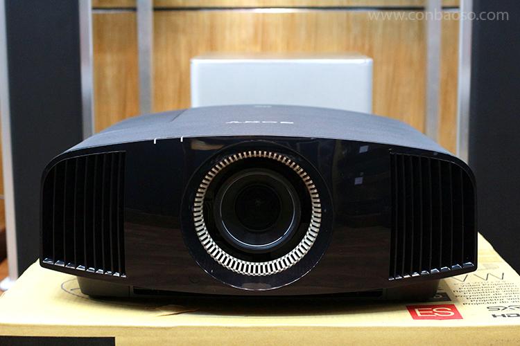 Hình ảnh trải nghiệm thực tế Sony VPL-VW320ES