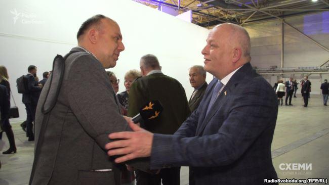Журналіст Сергій Андрушко (л) і віце-прем'єр Степан Кубів (п)