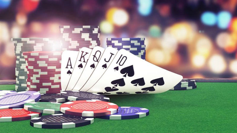Online Slots vs Card Games: Which One Takes the Leadership?