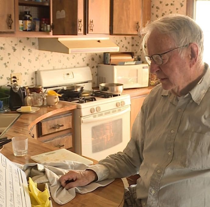 Pizza delivery man, 89, gets $12,000 tip