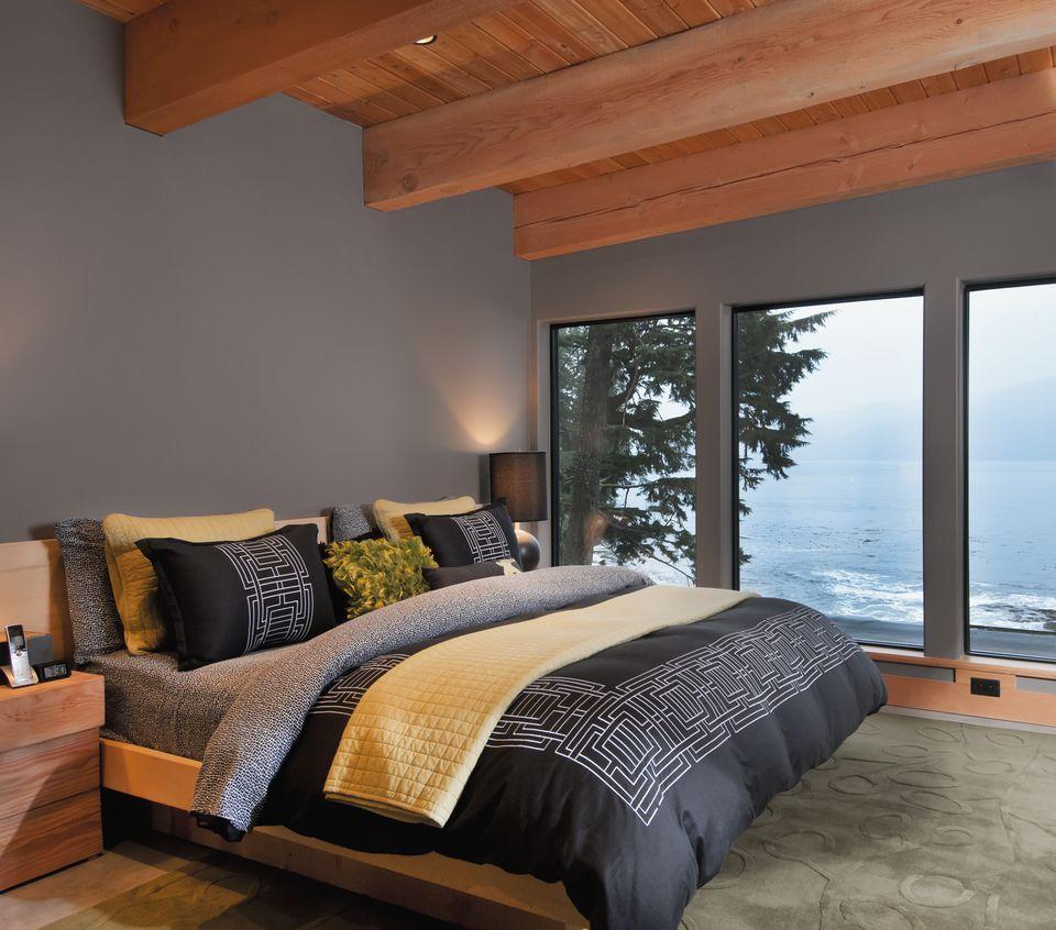 Inspirasi desain kamar tidur kontemporer dengan sentuhan gaya rustic - source: thespruce.com