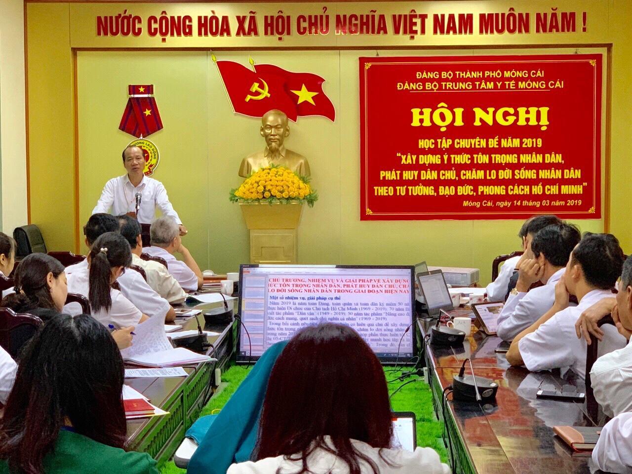 """Đảng bộ Trung tâm Y tế thành phố Móng Cái tổ chức học tập chuyên đề năm 2019 """"Xây dựng ý thức tôn trọng Nhân dân, phát huy dân chủ, chăm lo đời sống Nhân dân theo tư tưởng, đạo đức, phong cách Hồ Chí Minh"""