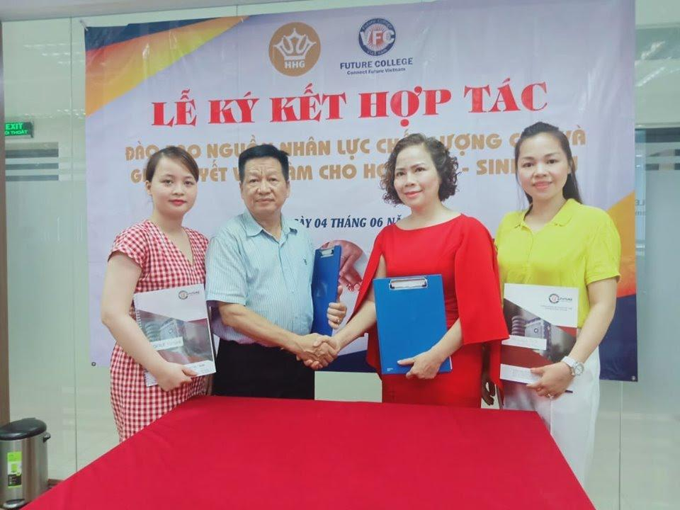 Lễ ký kết hợp tác giữa trường trung cấp Future Việt Nam với Thẩm mỹ viện Hoàng Gia - ảnh 1