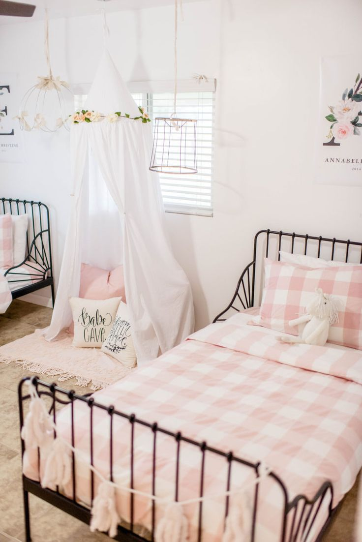 Pretty Farmhouse Girl's Bedroom