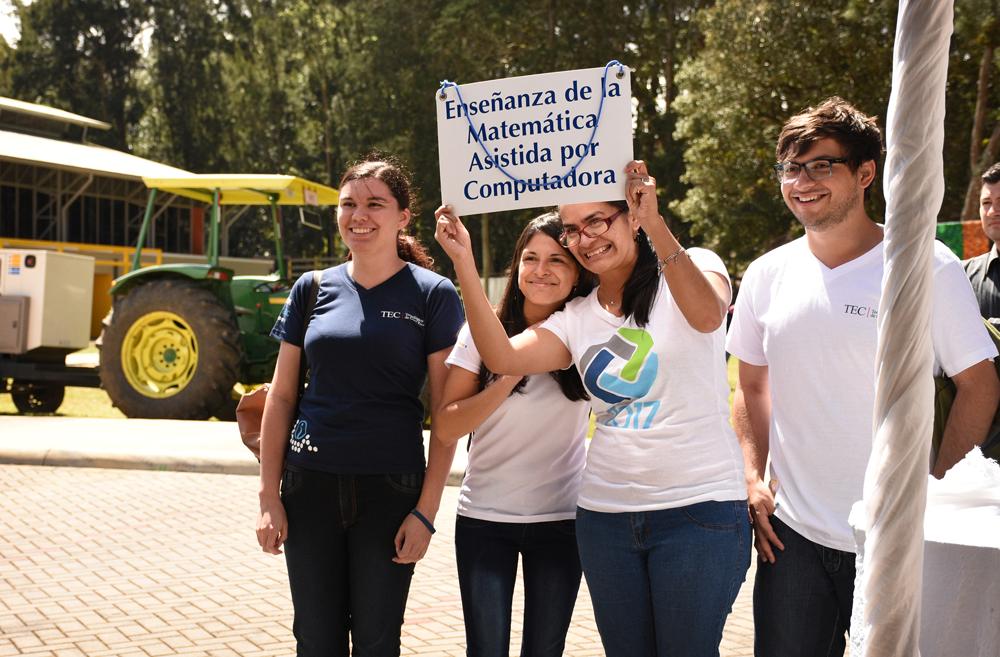 Los mentores de IntegraTEC recibieron con alegría a sus nuevos compañeros y los llevaron a recorridos por el Campus Central y sus distintas escuelas. Foto: Ruth Garita / OCM.