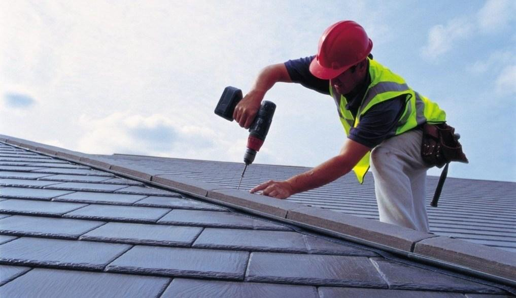 C:\Users\Rohimen\Desktop\Roofer-At-Work.jpg.webp