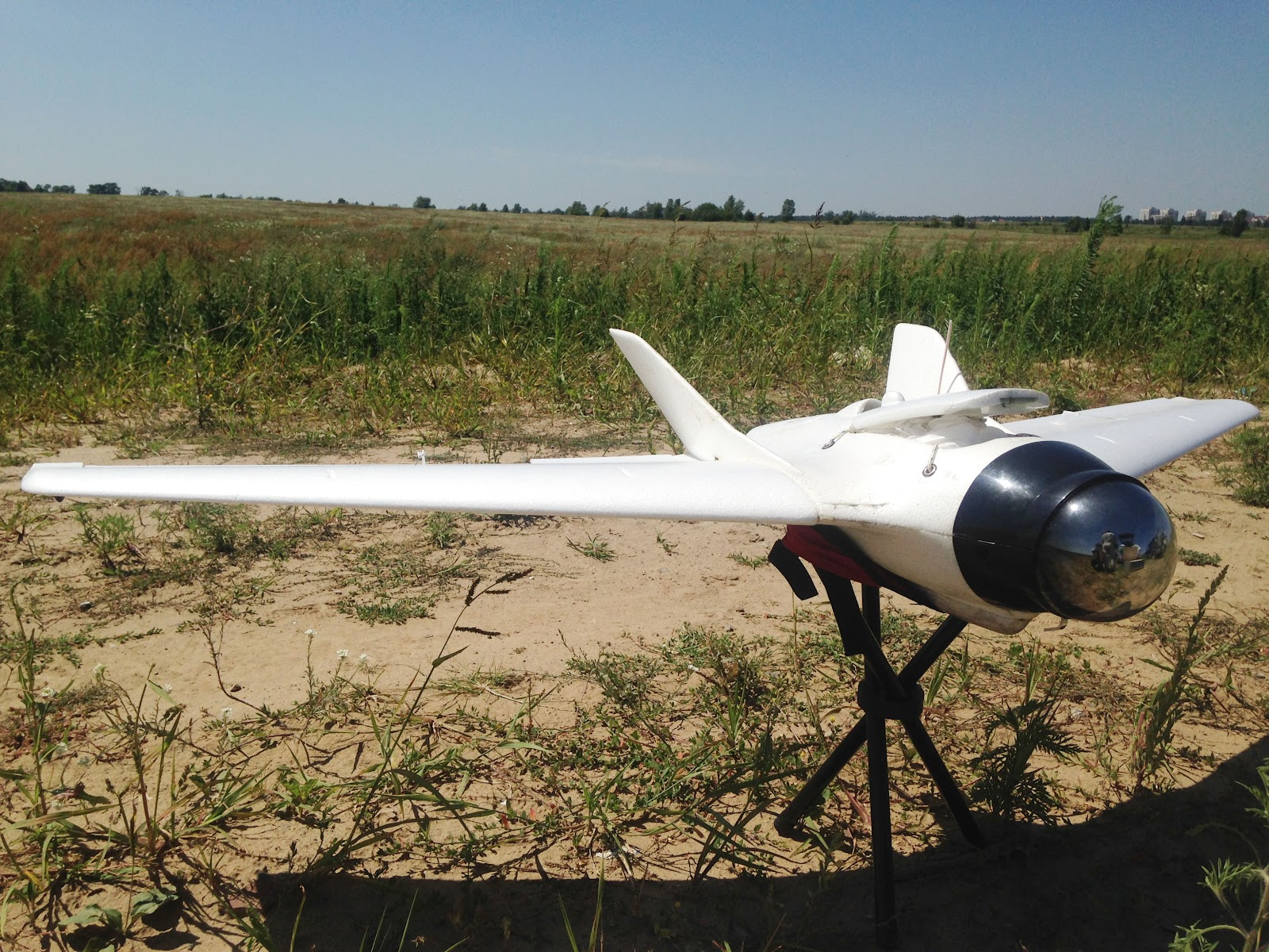 The UAVs which volunteers provide to the army can reach a distance of 30-40 km