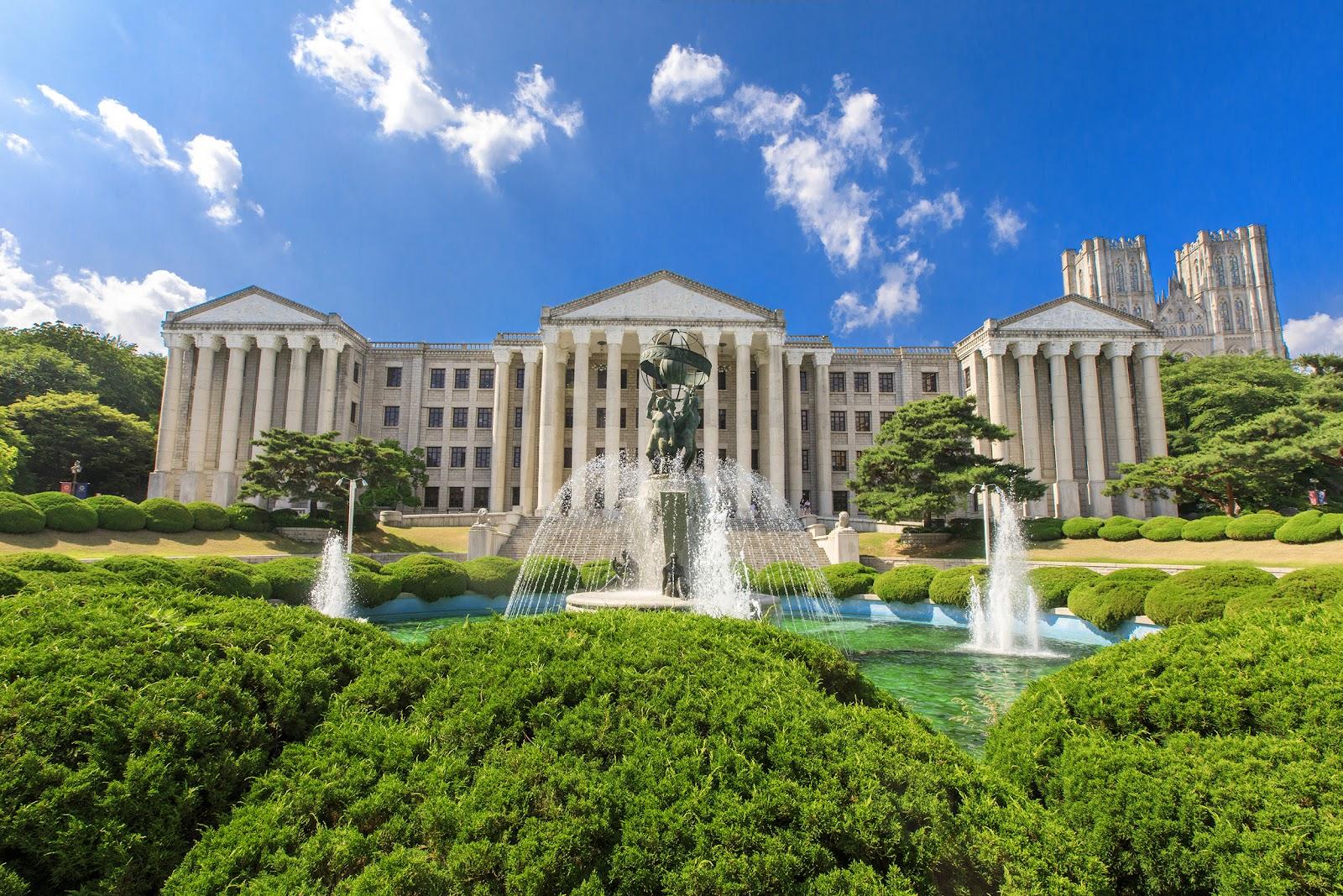경희사이버대학교는 지난 6월, 보건복지부 위탁 독거노인종합지원센터와 산학협약을 체결