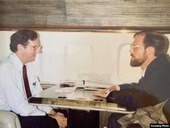 Председатель Международного Совета по радиовещанию Стив Фрбс (слева) и Марк Помар, 1980-е.