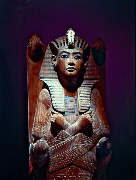 Image of Tutankhamun (c.1341-1323 BC) king of Ancient Egypt; position of the god Osiris; birds stretching a protective wing over the body; Egyptian 18th Dynasty (c.1567-1320 BC) / Egyptian, Egyptian National Museum, Cairo, Egypt, Photo © Boltin Picture Library / Bridgeman Images