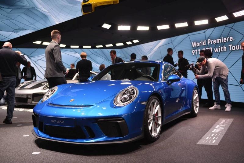 Porsche_911_GT3_Touring_2017_zive_foto_05_800_600.jpg