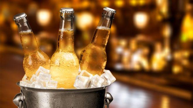 Пиво, так же как и вода, может восстанавливать запасы влаги вашего организма - но только в малых дозах
